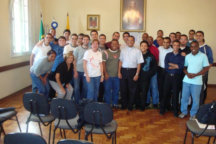 GRUPO - MONSENHOR GILSON CAPACITAÇÃO SEMINARIO PETROPOLIS DORA CAROLINA